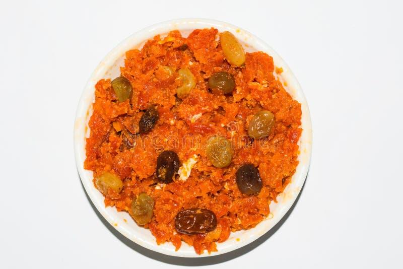 Den Gajar halwaen är moroten baserad pudding som göras med khya, mjölkar, mandeln, pistasch royaltyfri foto