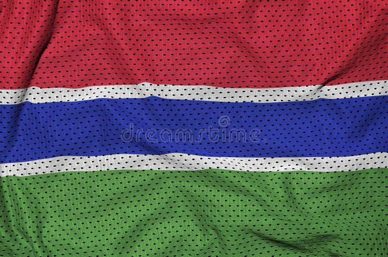 Den Gambia flaggan skrivev ut på ett tyg för ingrepp för polyesternylonsportswear arkivbilder