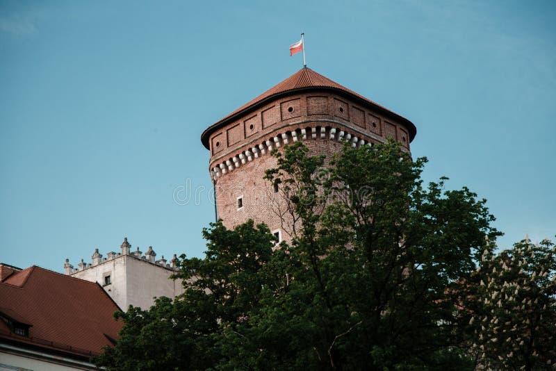 Den gamla arkitekturen av Krakow Historiska byggnader i den gamla staden av Europa Kyrka i Polen Forntida slottar i Krakow Casen fotografering för bildbyråer