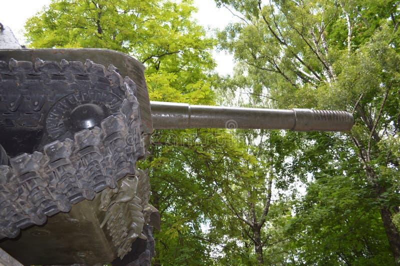 Den gamla behållaren står på en sockel arkivbilder