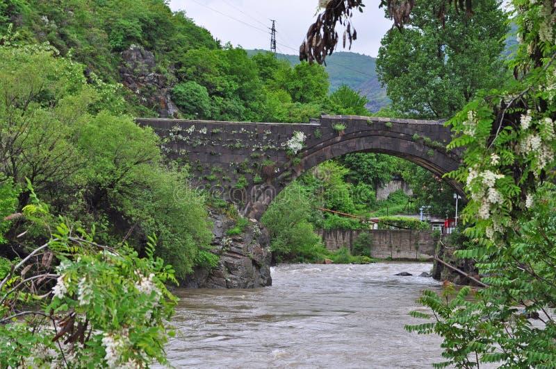 Den gamla bron i Alaverdi, Armenien royaltyfria bilder