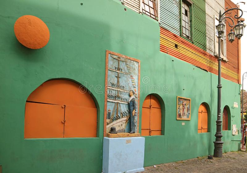Den gamla byggnaden på den Caminito gränden av La Boca Neighborhood, en populär turist- destination i Buenos Aires, Argentina arkivbilder