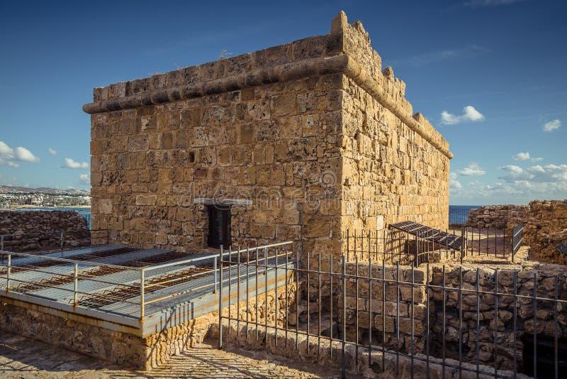 Den gamla fästningen i porten av Paphos fotografering för bildbyråer