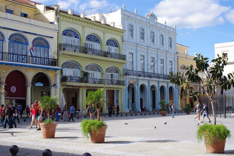 Den gamla fyrkanten, Plaza Vieja, i havannacigarr cuba royaltyfri foto