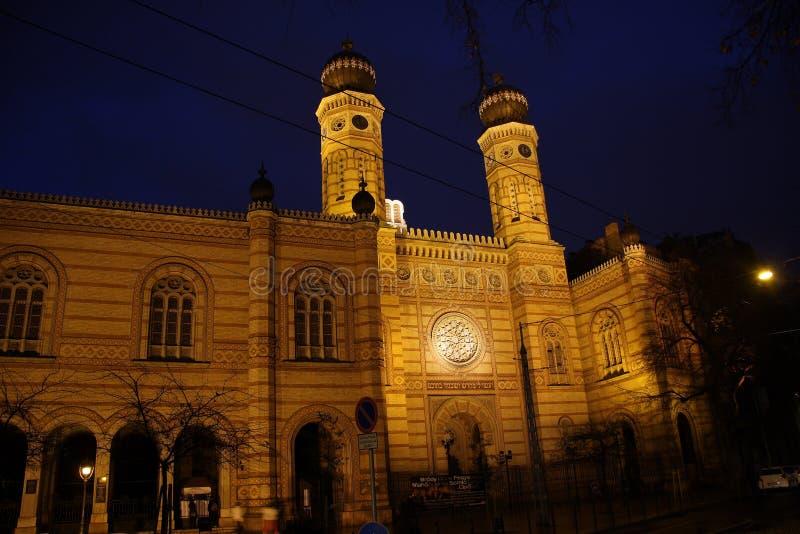 Den gamla historiska synagogan i Budapest fotografering för bildbyråer