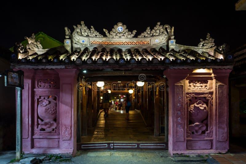Den gamla japanska bron i Hoi An, Vietnam royaltyfria bilder