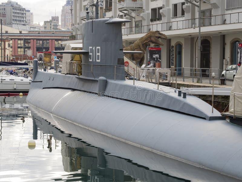 Den gamla krigsskeppubåten Nazario Sauro förtöjde på det Galata museet Genua arkivbilder