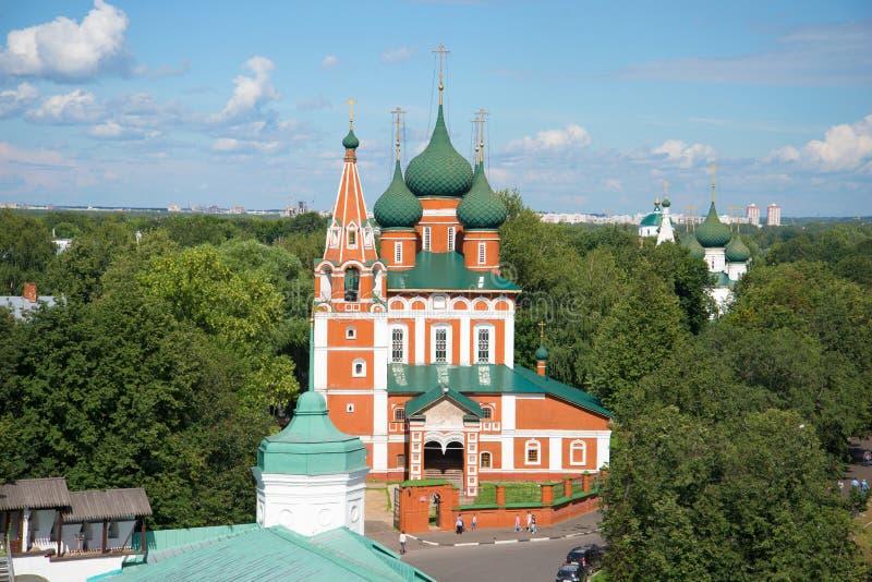 Den gamla kyrkan av St Michael ärkeängelcloseupen guld- cirkel russia arkivbilder