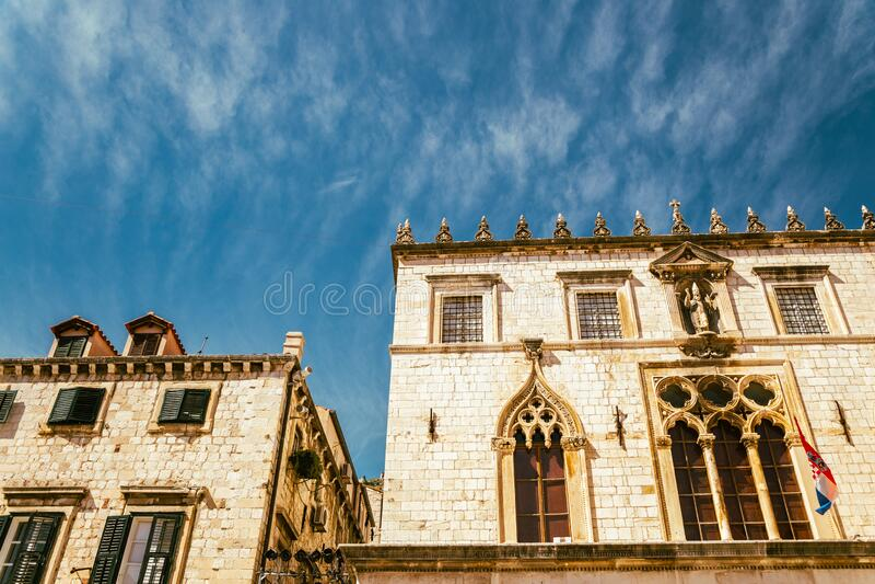 Den gamla medeltida staden Sponza Palace i Dubrovnik, Kroatien arkivbild