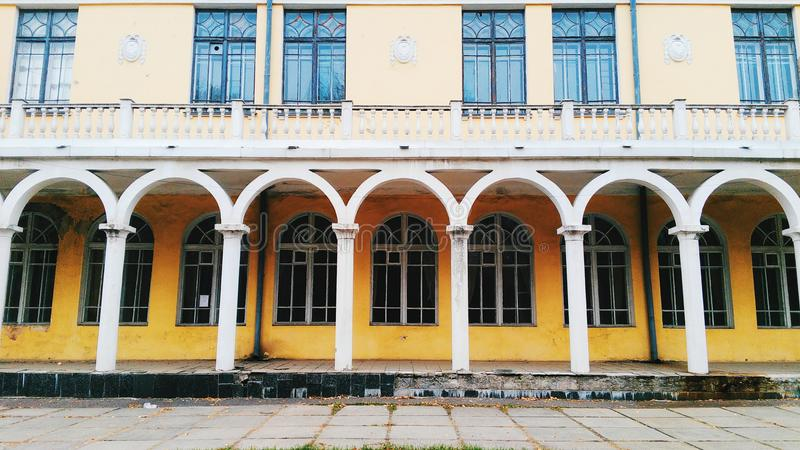 den gamla moderna arkitekturbyggnaden i staden av Kiev royaltyfri foto
