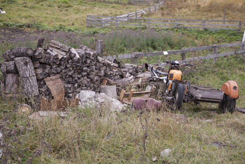 Den gamla motorcykeln arkivbild