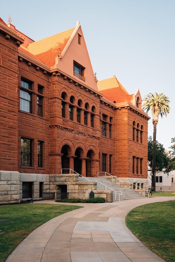 Den gamla orange ståndsmässiga domstolsbyggnaden, i i stadens centrum Santa Ana, Kalifornien arkivfoto