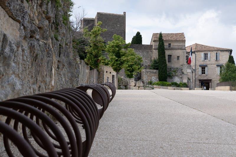 Den gamla provencal bylesbauxen de provence royaltyfria bilder