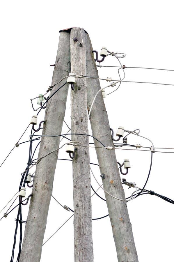 Den gamla red ut åldriga träelektricitetspolstolpen, trådnavkablar, isolerade tappningcloseupen arkivfoton