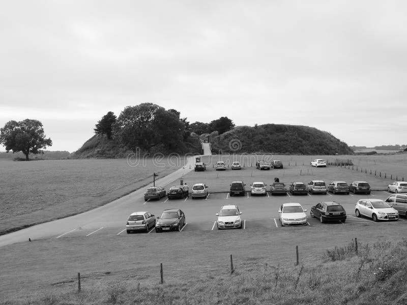 Den gamla Sarum slotten fördärvar i Salisbury i svartvitt royaltyfria bilder