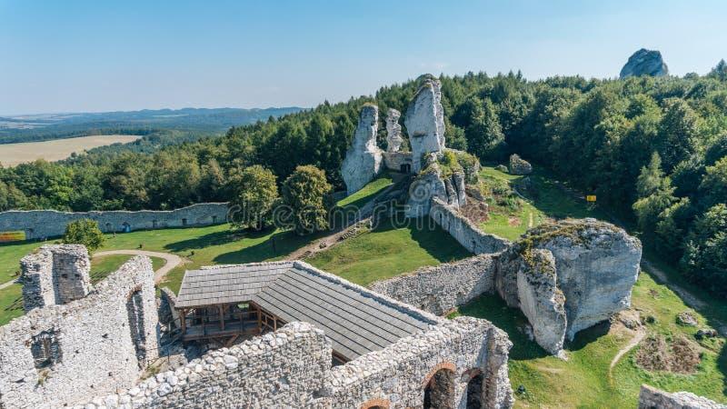 Den gamla slotten fördärvar av Ogrodzieniec arkivbild