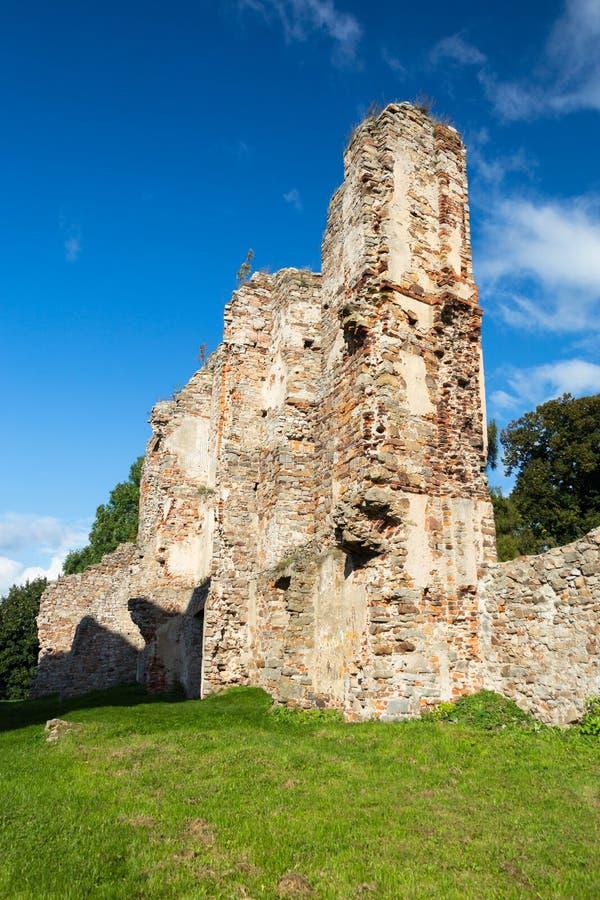 Den gamla slotten fördärvar i Europa royaltyfri fotografi