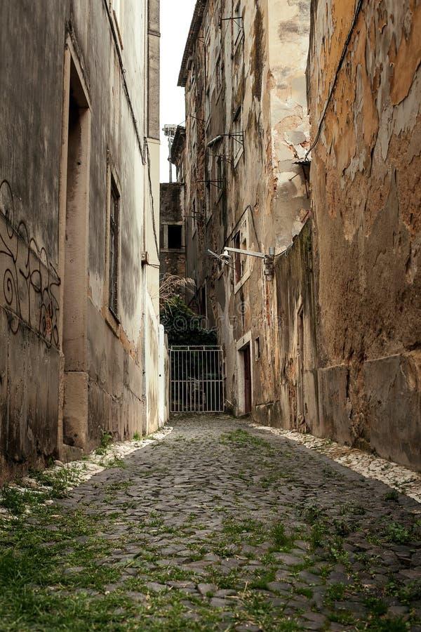 Den gamla smala gatan arkivfoto