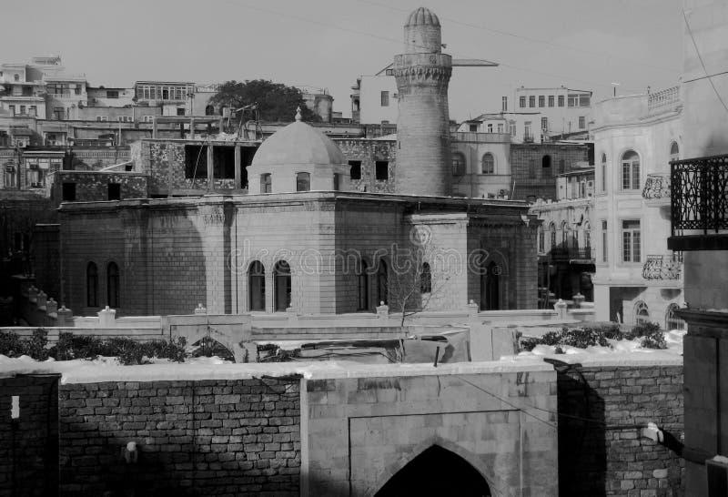 Den gamla staden av Baku Azerbaijan i svart royaltyfria bilder