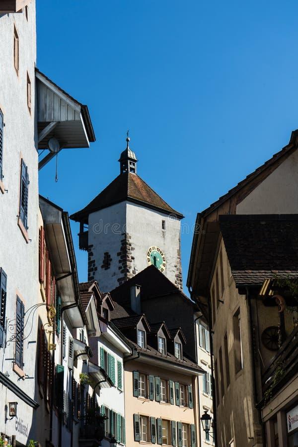 Den gamla staden av rheinfelden Schweiz med det historiska tornet royaltyfri bild