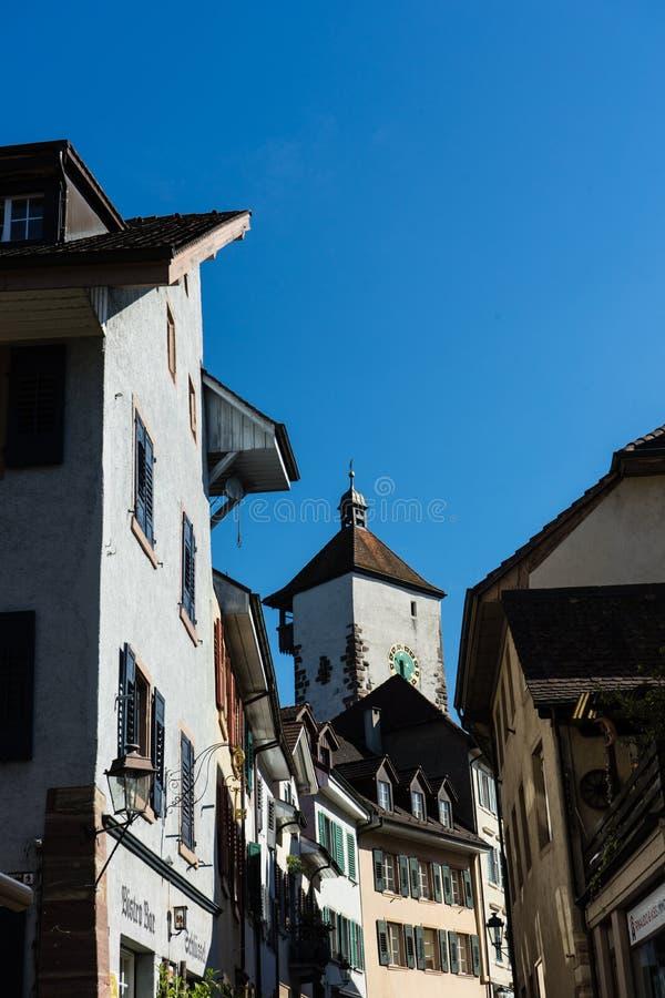 Den gamla staden av rheinfelden Schweiz med det historiska tornet royaltyfria foton