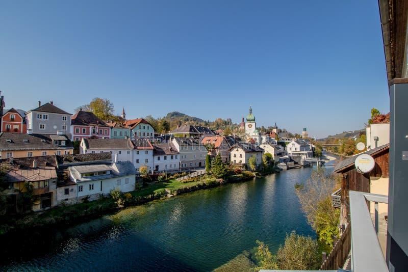 Den gamla staden av Waidhofen en der Ybbs i höst, Mostviertel, lägre Österrike, Österrike arkivbild