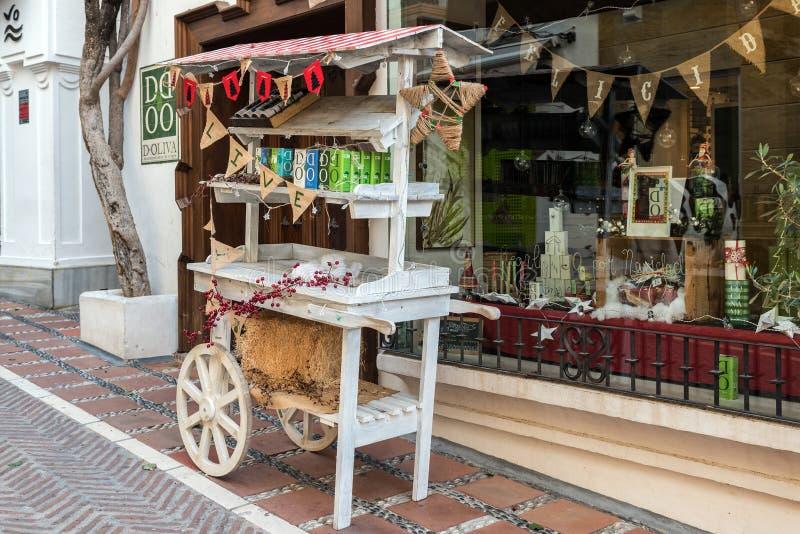 Den gamla stallen som göras från den gamla vagnen, blir den near souvenir shoppar på mitten av staden arkivbilder