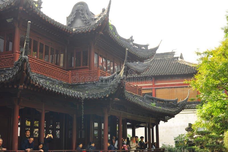 Den gamla templet och Yuyuanen för stadsgud` s arbeta i trädgården i Shanghai arkivbild