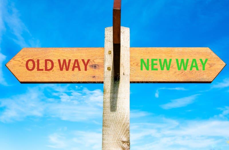 Den gamla vägen och den nya vägen undertecknar, den begreppsmässiga bilden för livändring fotografering för bildbyråer