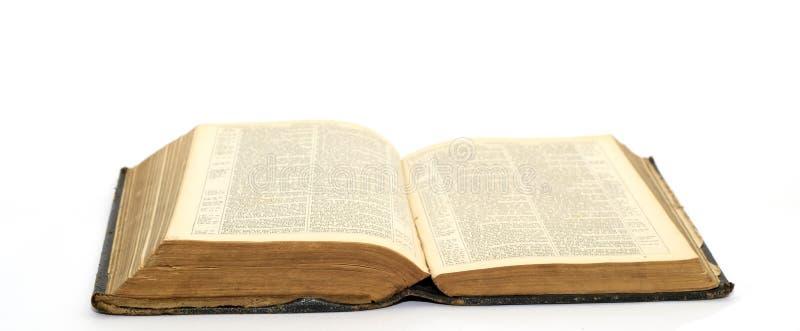 den gammala bibeln öppnar arkivfoton
