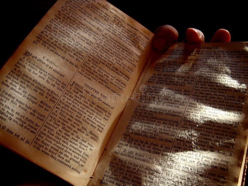 Den gammala bibeln fotografering för bildbyråer