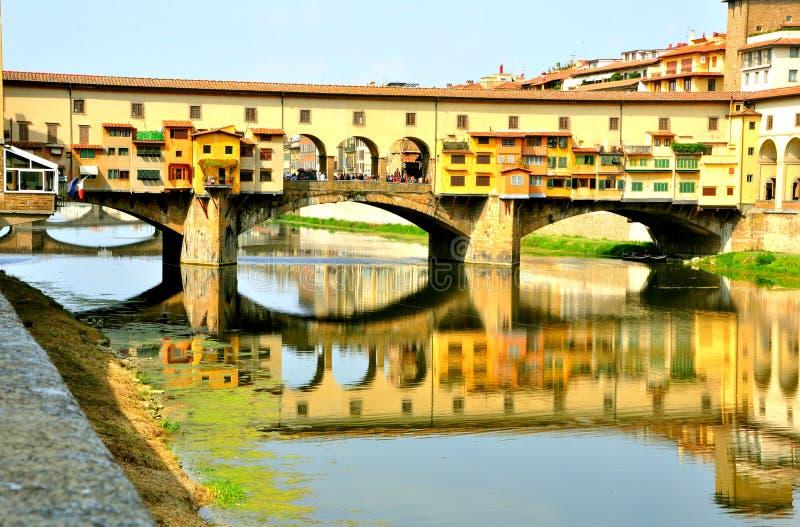 Den gammala bron, Florence, Italien   arkivbild