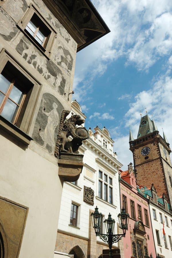 Den gammala gotiska Prague staden med fanciful arkitektoniskt specificerar royaltyfria bilder