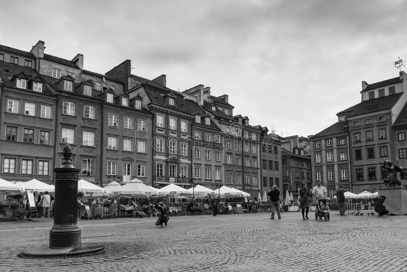 Den gammala townen marknadsför kvadrerar. Warsaw. Polen arkivbilder