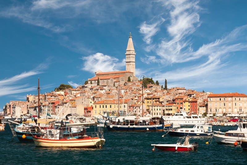 Den gammala townen Rovinj och marina arkivbilder