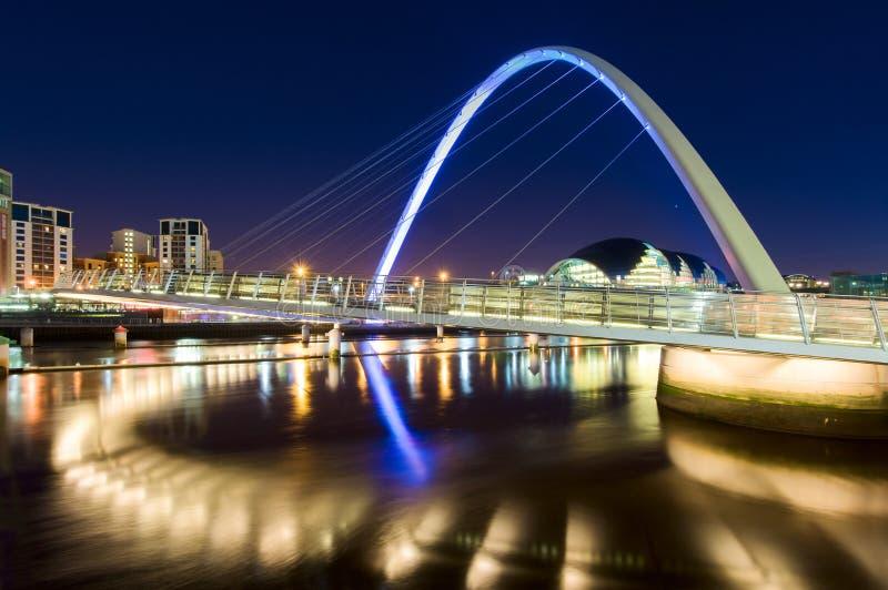 Den Gateshead milleniumbron i Newcastle på Tyne, England arkivbilder
