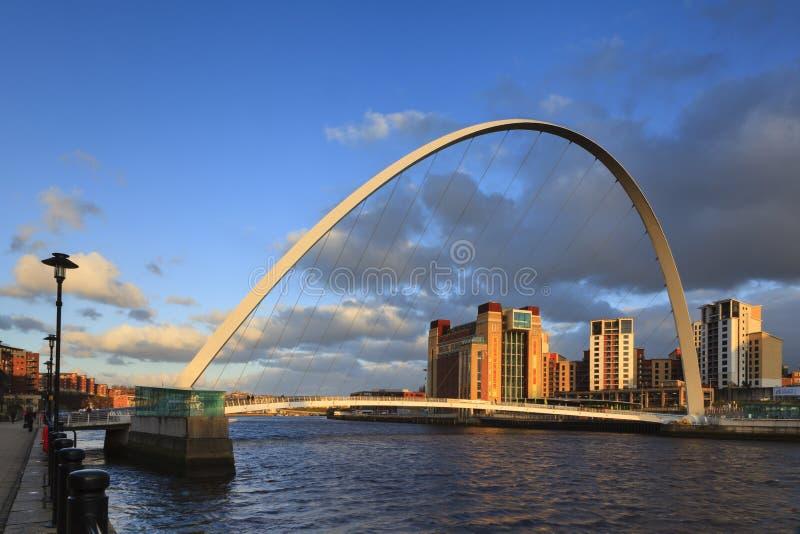 Den Gateshead milleniummen överbryggar fotografering för bildbyråer