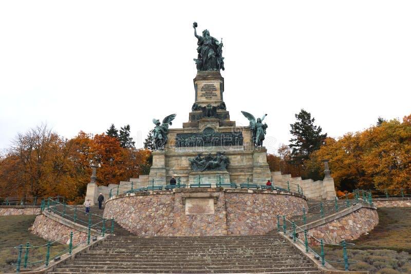 Den Germania monumentet nära Rudesheim är Rhen, Tyskland royaltyfria bilder