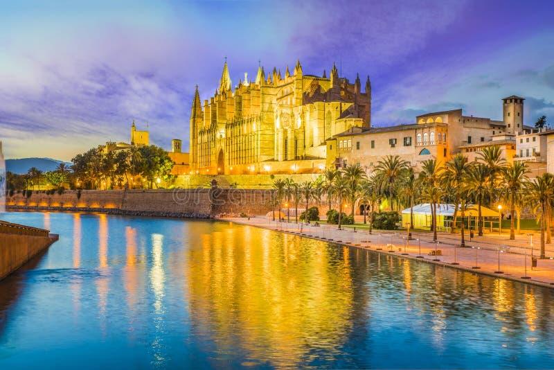 Den gotiska domkyrkan och den medeltida laen Seu i Palma de Mallorca, Spanien royaltyfria foton