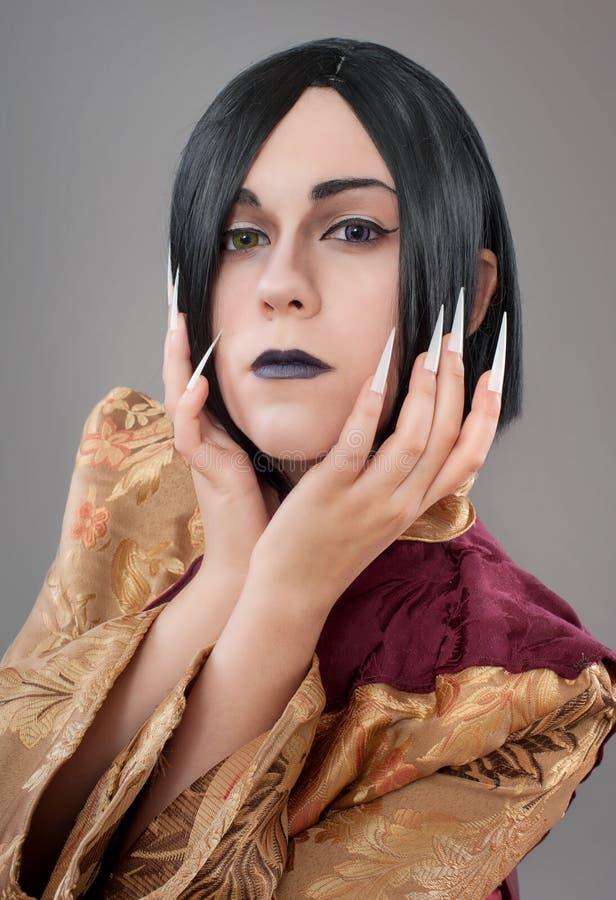 Den gotiska kvinnan med kines spikar fotografering för bildbyråer