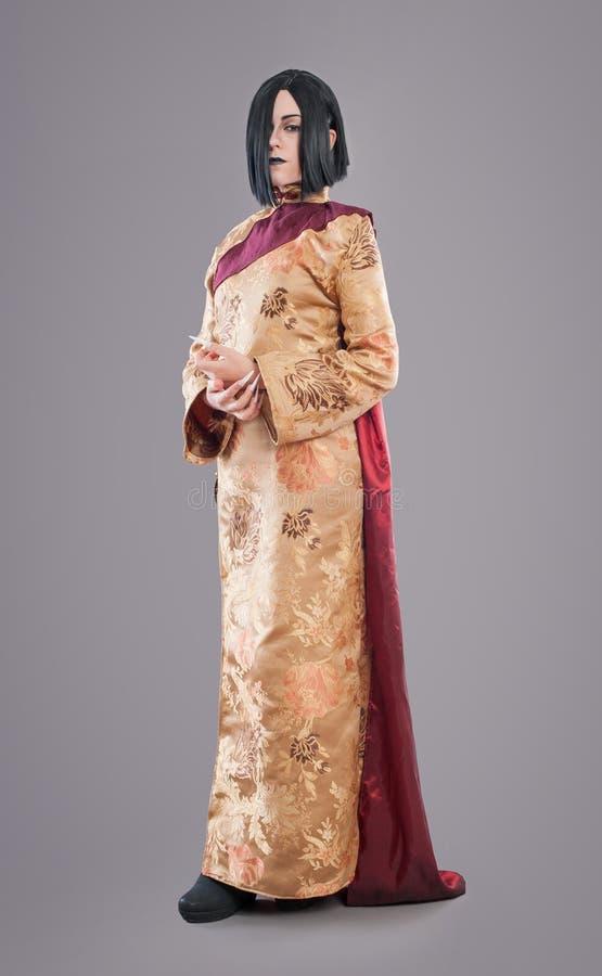 Den gotiska kvinnan med kines spikar arkivbild
