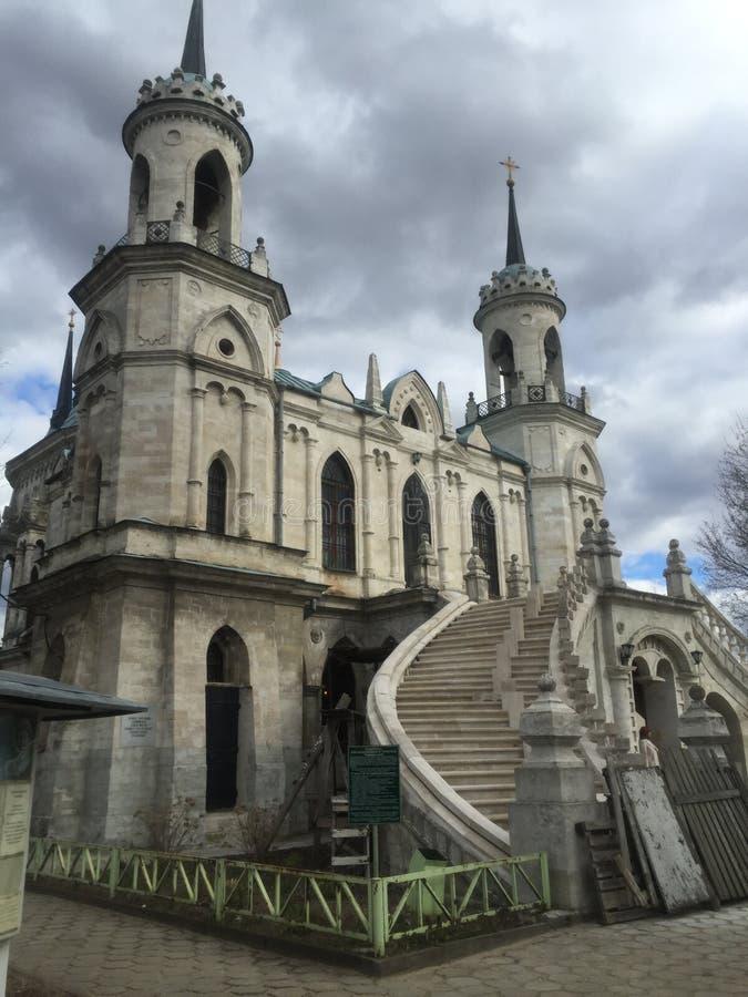 Den gotiska kyrkan av den Vladimir symbolen av modern av guden royaltyfri foto