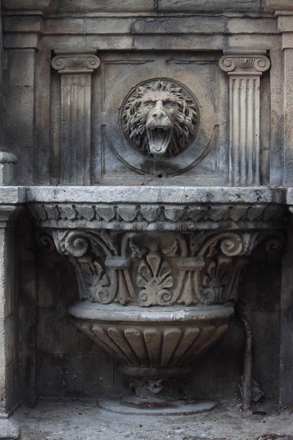 Den gotiska springbrunnen i Baku royaltyfri foto
