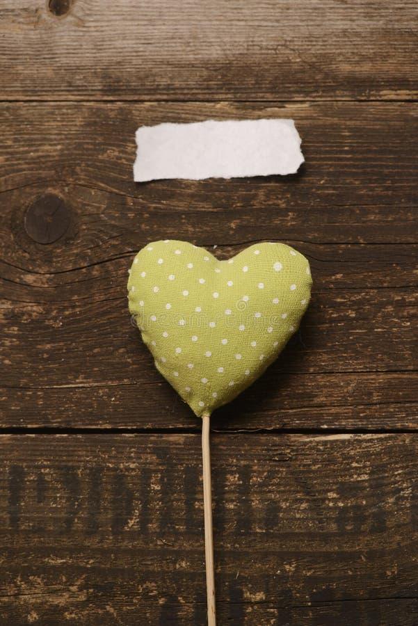 Den gröna hjärtan av tyget royaltyfria foton