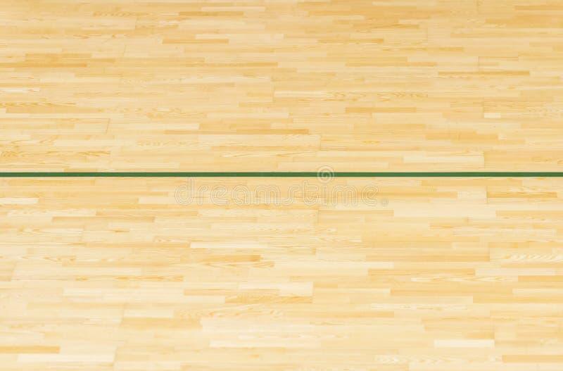 Den gröna linjen på gymnastiksalgolvet för tilldelar sportdomstolen Badminton-, Futsal, volleyboll- och basketdomstol arkivfoto