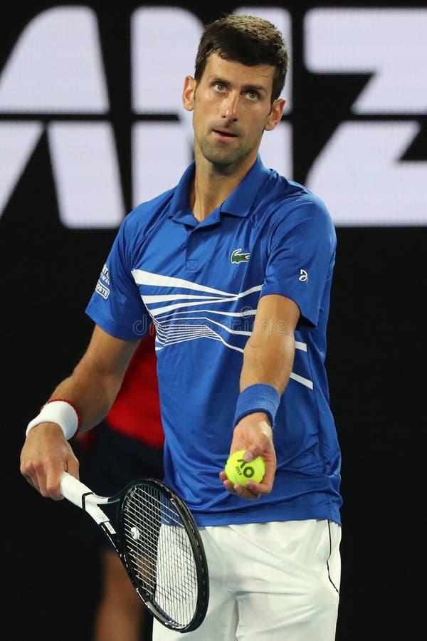 den Grand Slam för 14 gång mästaren Novak Djokovic i handling under hans semifinalmatch på australier som 2019 är öppen i Melbour arkivbilder