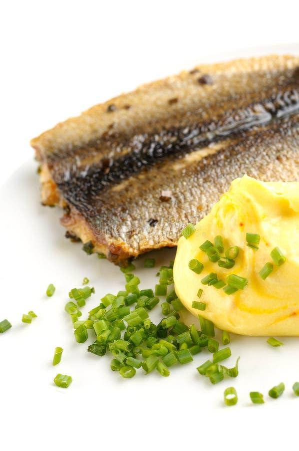 den grillade fisken mosade potatisar royaltyfri fotografi