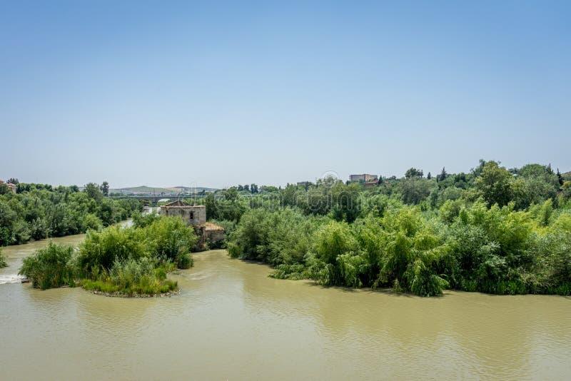 Den Guadalquivir floden i Cordoba, Spanien, Andalucia, Europa fotografering för bildbyråer