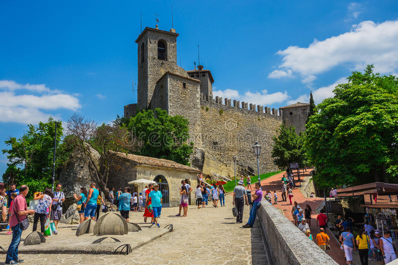 Den Guaita fästningen är det äldsta och mest berömda tornet på S fotografering för bildbyråer