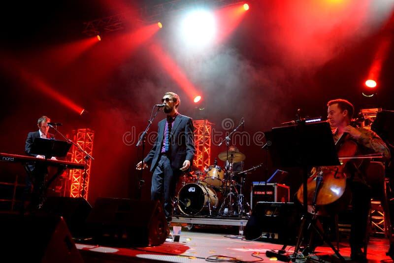 Den gudomliga levande kapaciteten för komedi (musikband) på den Bime festivalen royaltyfri bild
